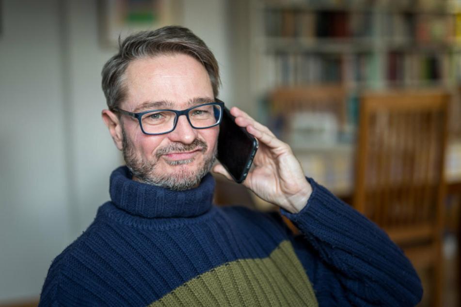 Das Gesicht sagt alles: TAG24-Redakteur Thomas Staudt (54) muss weiter auf einen Impftermin warten. Die Anmeldung auf der Impfterminvergabeseite hat am Montag nicht funktioniert.