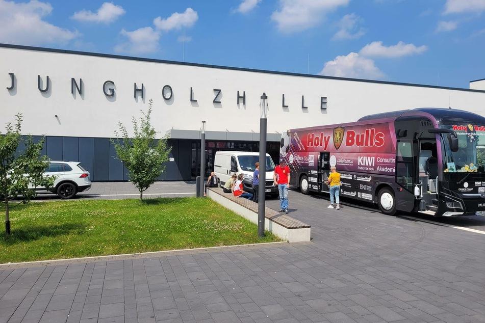 Der Bus ist in Meckenheim (Nordrhein-Westfalen) angekommen.