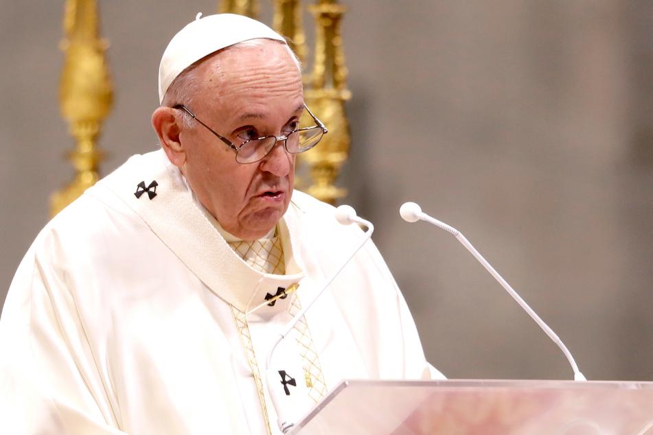 Papst Franziskus (84).