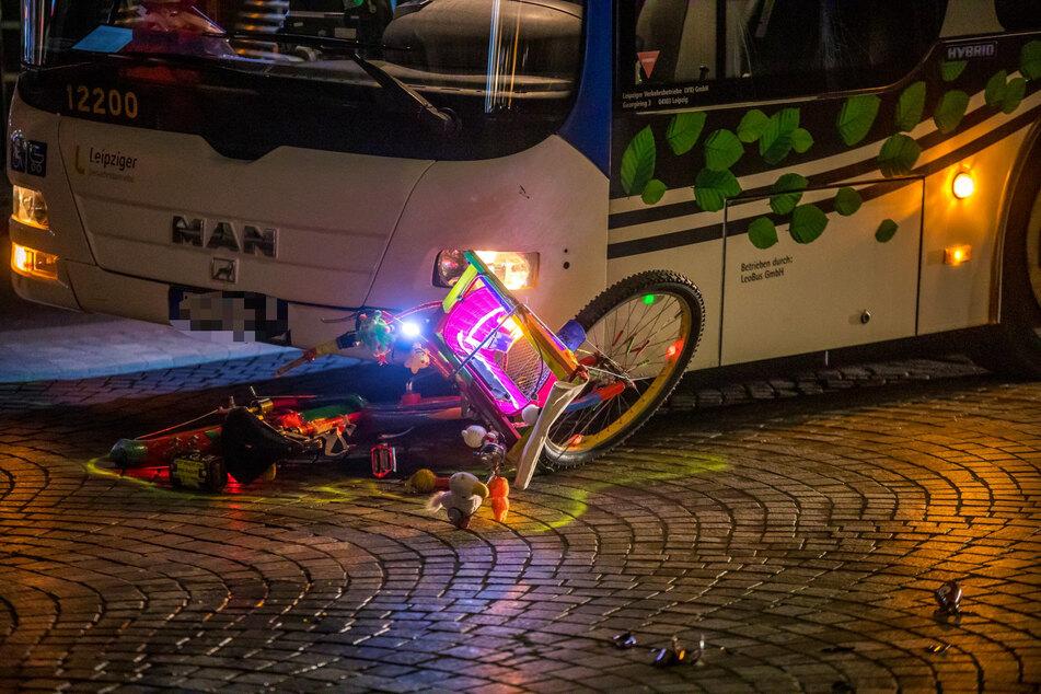 Sowohl gegen den Radler als auch den Busfahrer wird nun ermittelt.