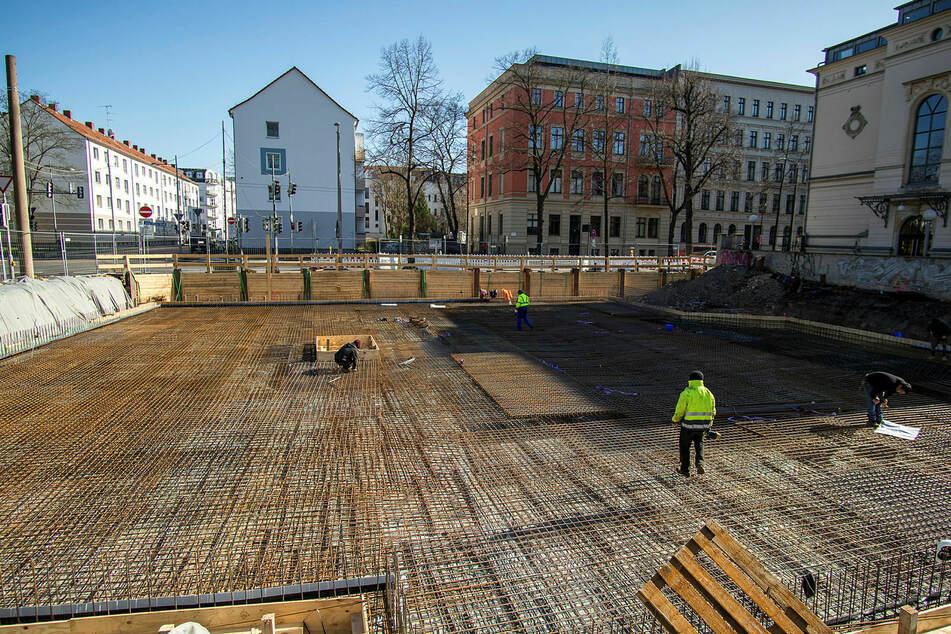 Noch sind Arbeiter auf der Leipziger Baustelle der neuen Firmenzentrale von Künne Immobilien anzutreffen. Doch die Kollegen aus Osteuropa, die auf Sachsens Baustellen größtenteils als Subunternehmer arbeiten, fehlen.
