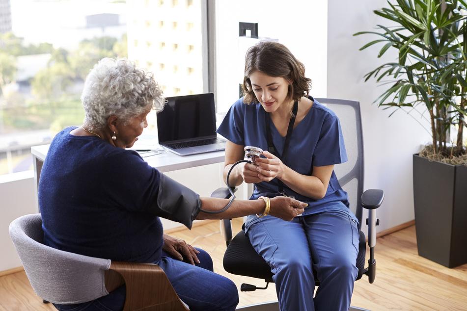 Eine professionelle Beratung ist vor jeder Therapie empfehlenswert. Das trifft auch auf die Atemtherapie zu. (Symbolbild)