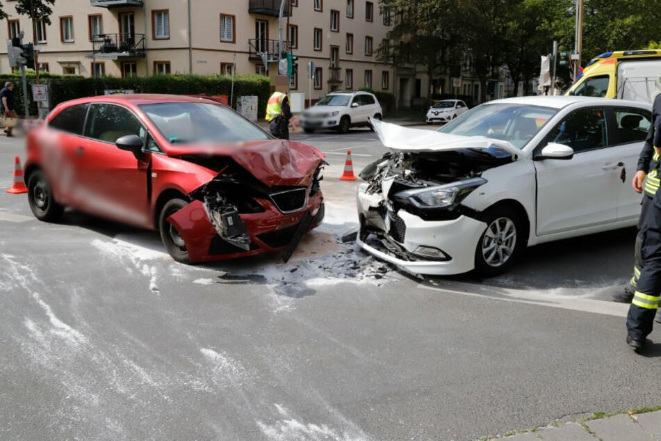 Chemnitz: Kreuzung dicht! Heftiger Crash auf dem Kaßberg