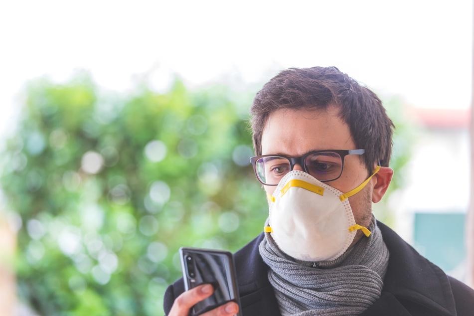 Viele Bürger schützen sich mit Mundschutz.