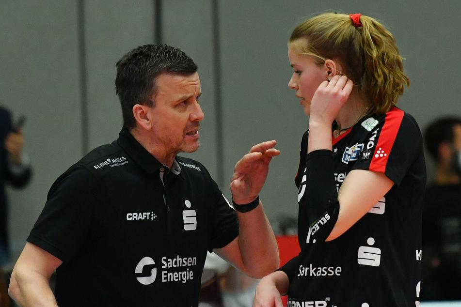 Trainer Alexander Waibl (53) mit Camilla Weitzel (20). Erst im April holte sich der DSC mit ihr den deutschen Meisterschaftstitel.