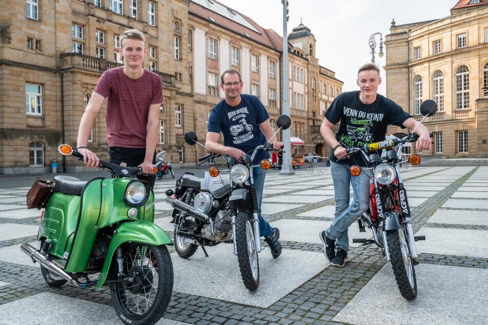 Simson-Familie durch und durch (v.l.n.r.): Alexander (18), Thomas (50) und Tobias Zimmer (16) aus Chemnitz.