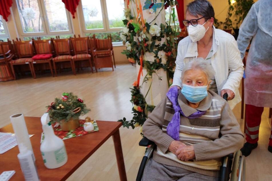 101-Jährige als erste Deutsche gegen das Coronavirus geimpft!