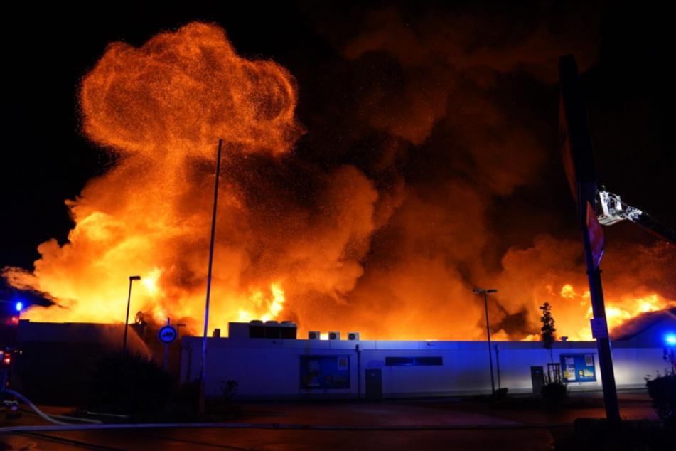 Der Discounter brannte völlig aus.