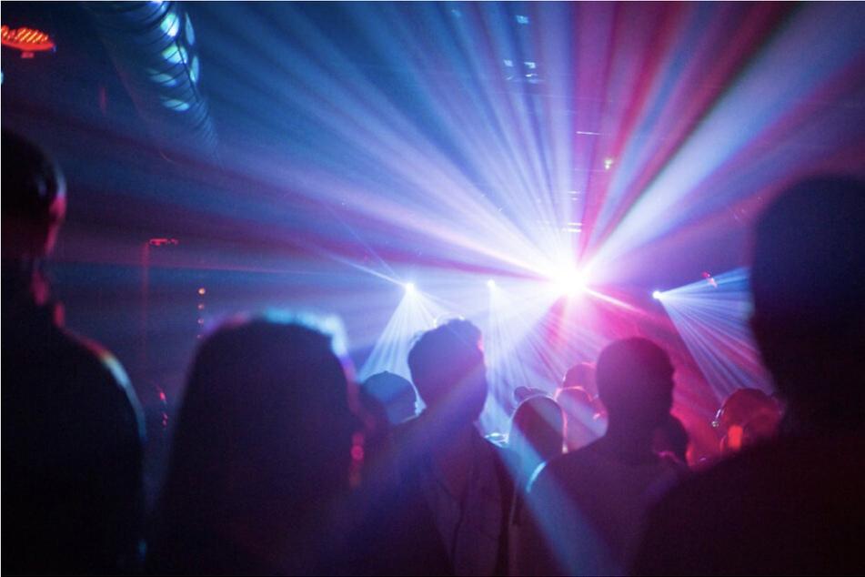 Vor allem jüngere Menschen in Sachsen-Anhalt sind nicht geimpft - deswegen wäre eine 2G-Regelung in Discotheken und Clubs fatal.