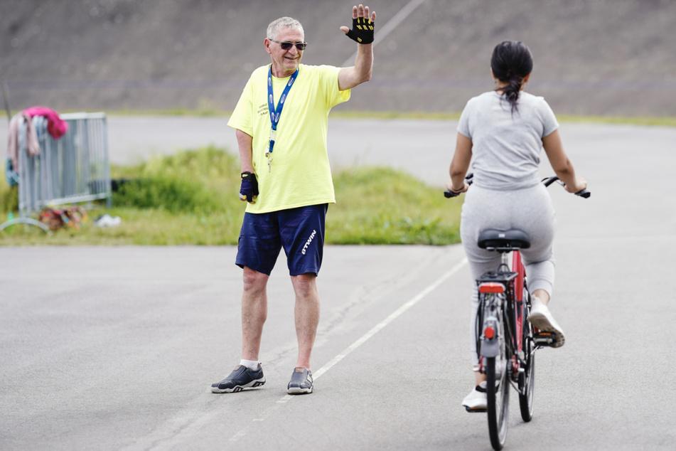 Conny Kraft, Fahrschullehrer der Radfahrschule Rhein-Neckar, bringt auch Erwachsenen das Radfahren bei.
