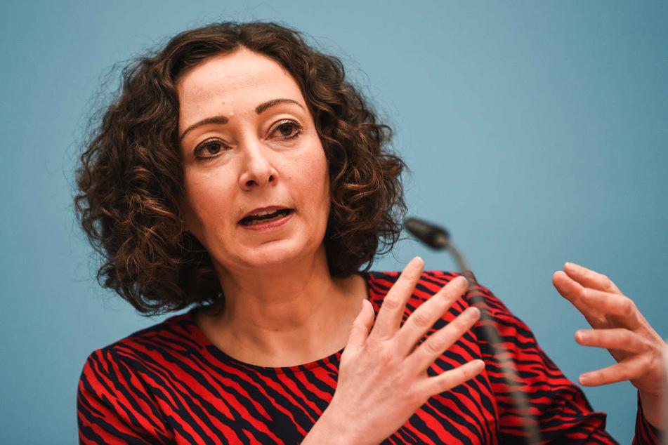 Berlins Wirtschaftssenatorin Ramona Pop (43, Grüne) hat vor der geplanten Ministerpräsidentenkonferenz (MPK) an diesem Montag zu schnelleren Tests und Impfungen aufgerufen.