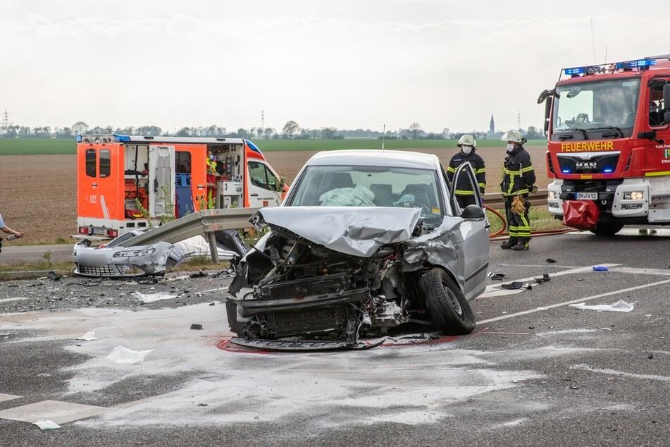Drei Menschen schwer verletzt: Abbiege-Unfall endet schlimm