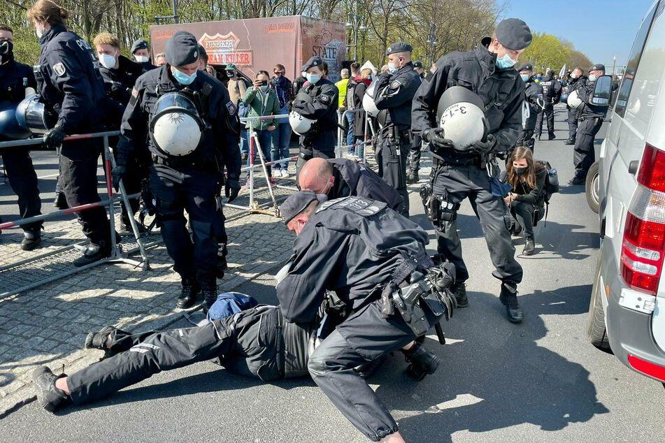 Mehr als 40 Demonstrierende wurden vorübergehend festgenommen.