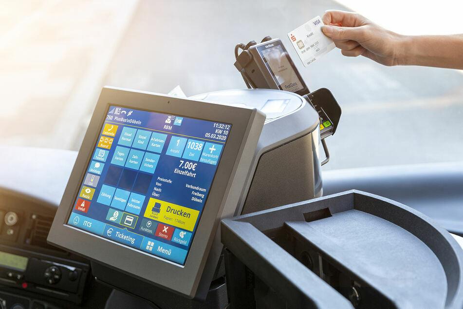 In Bussen der CVAG kann ab sofort nur noch bargeldlos bezahlt werden.