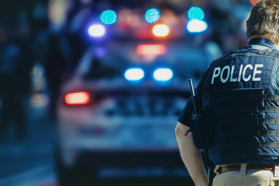 Gruppe nähert sich Auto, dann fallen Schüsse: Achtjähriges Mädchen stirbt!