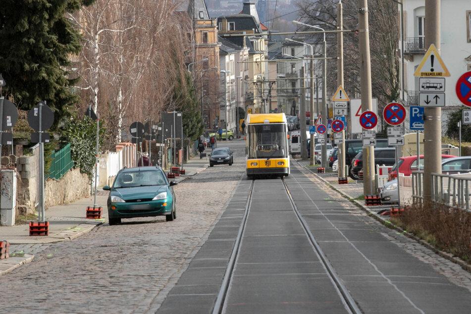 Das Foto zeigt die Warthaer Straße in Dresden-Leutewitz.