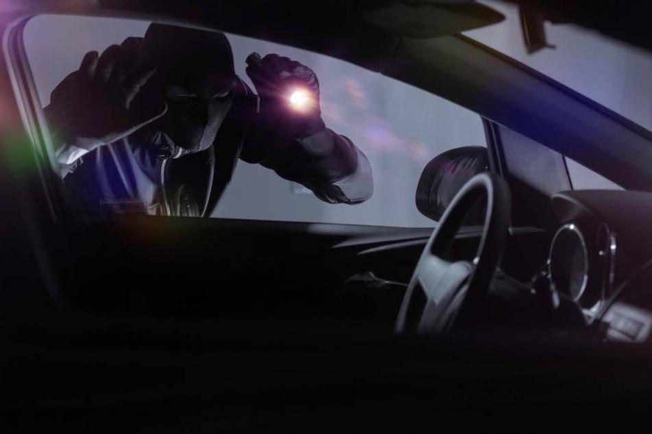 Dumm gelaufen: Diebe wollen ziviles Polizeiauto knacken