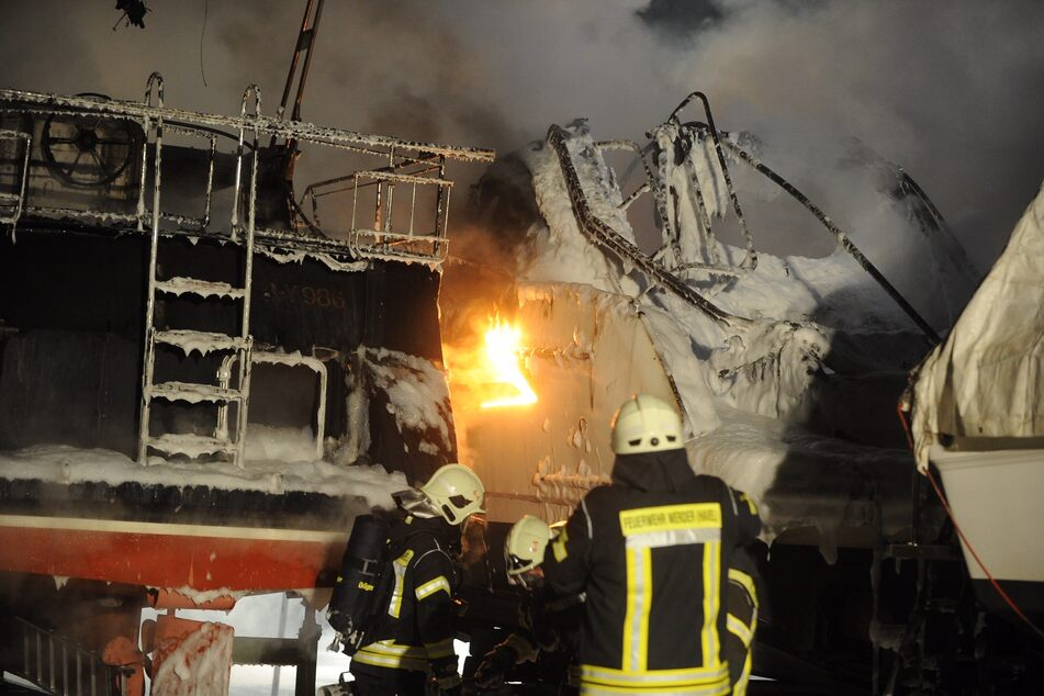 Im brandenburgischen Werder (Havel) haben mehrere Yachten gebrannt.