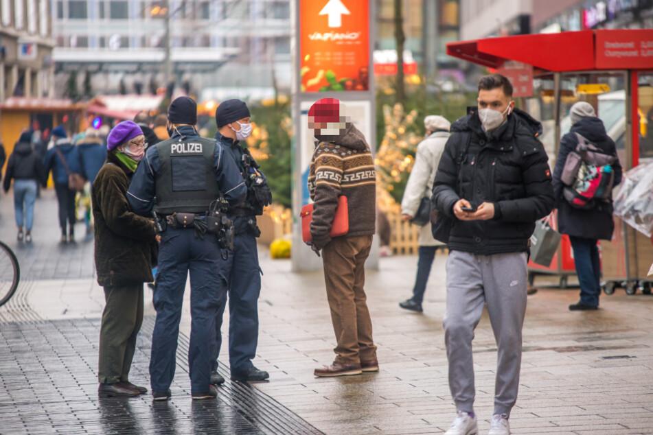 Polizei und Ordnungsamt waren auch am Donnerstag unterwegs, um die Einhaltung der Maskenpflicht zu kontrollieren.