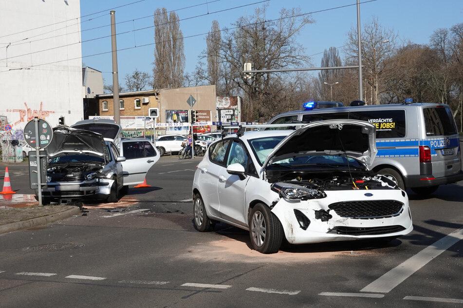 Großeinsatz im Leipziger Westen: Autos krachen auf Kreuzung ineinander