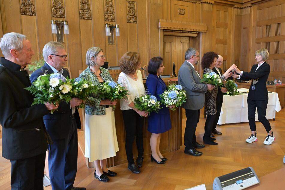 Oberbürgermeisterin Barbara Ludwig (58, SPD) überreicht der Arbeitsgruppe Chemnitzer Friedenstag den 6. Ehrenpreis der Stadt Chemnitz.