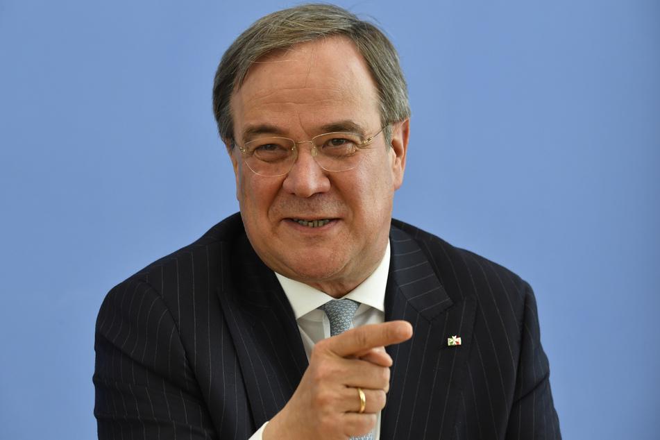 Armin Laschet (CDU), Ministerpräsident von Nordrhein-Westfalen, spricht auf einer Pressekonferenz.
