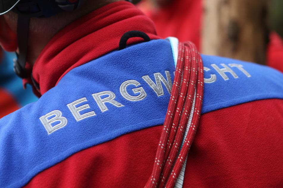 Mitglieder der Bergwacht Harz nehmen an einer Übung Teil.