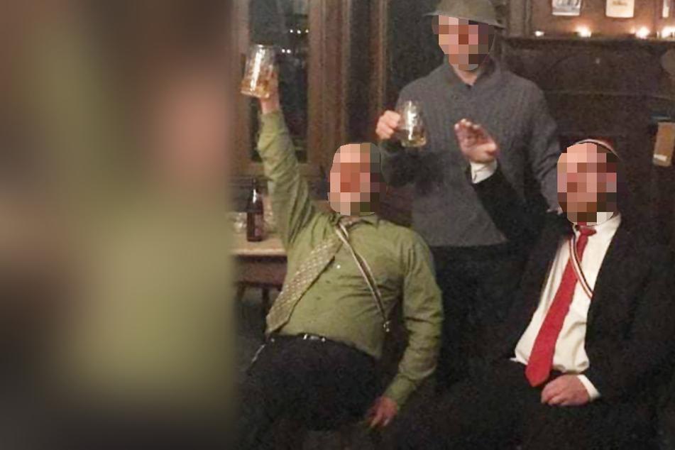 Hitlergruß! Energieversorger schmeißt Manager nach diesem Foto raus