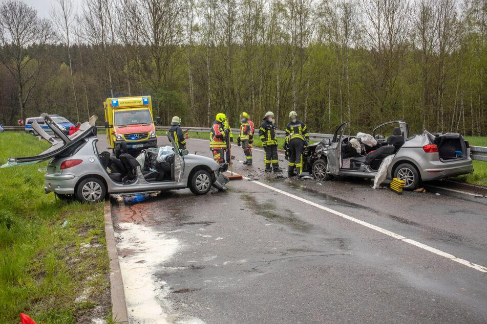 Bei Gelenau sind am Freitag ein Peugeot und ein VW zusammengestoßen. Die Fahrer wurden schwer verletzt.