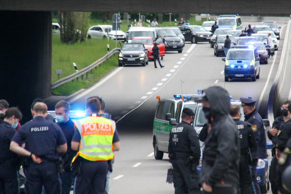 Feiernde Rostock-Fans legen A9 lahm: Großeinsatz der Polizei auf Autobahn