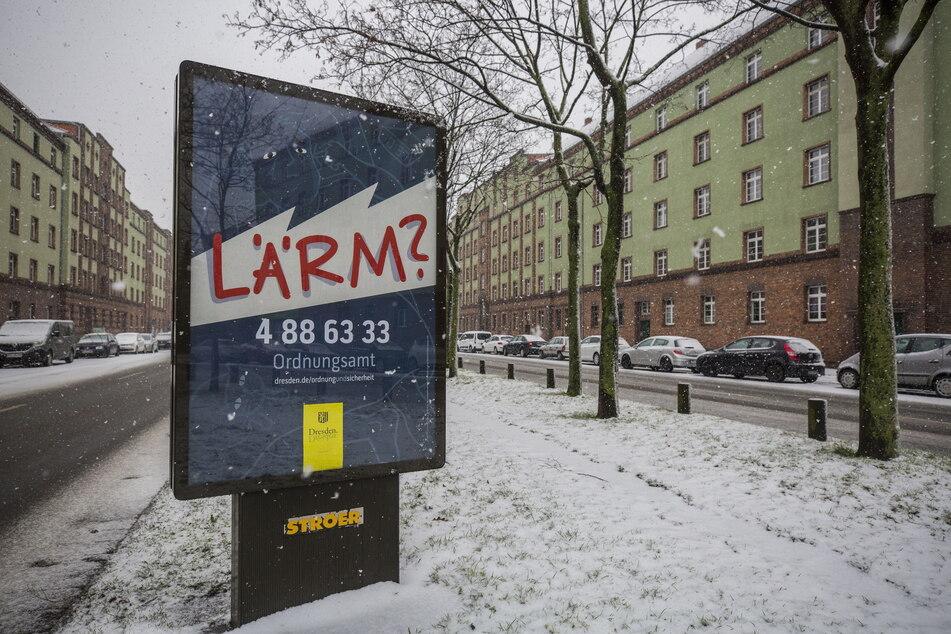 """Diese """"Melde-Plakate"""" stören viele Dresdner."""