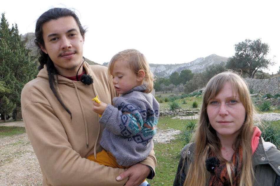 Daniel (25) und Nadine Goelitz (26) besetzten mit ihrem Sohn Damian (18 Monate) die Villa von Boris Becker auf Mallorca. Bis die Polizei kam.