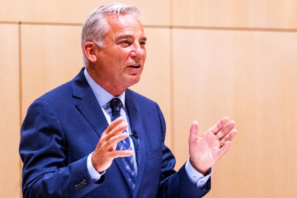 """Laut Baden-Württembergs Innenminister Thomas Strobl (61, CDU) wird das Abhören und Abfangen von Telefonaten und SMS von den Behörden """"außerordentlich"""" selten eingesetzt."""
