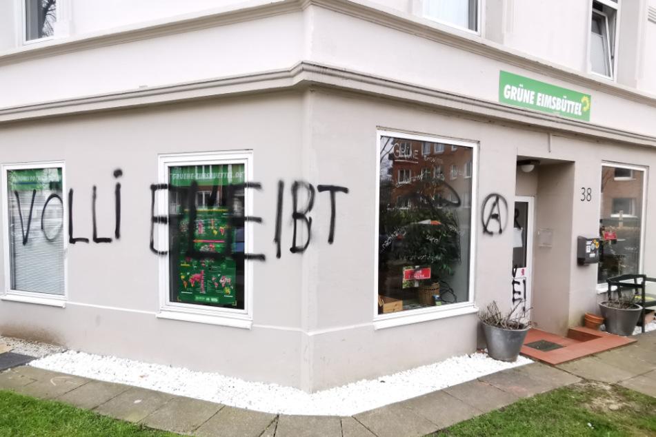 Diesen Schriftzug sprayten unbekannte Täter an die Hauswand des Grünen-Büros in Hamburg-Eimsbüttel.