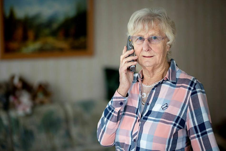 Schock-Anruf: Irene Großmann sollte 23.000 Euro Medikamenten-Zuschuss für ihre angeblich schwer an Corona erkrankte Tochter zahlen.