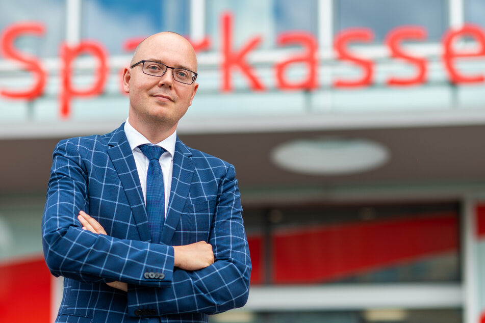 """Die Partei """"Freie Sachsen"""" verstoße gegen Grundrechte, sagt Sparkassen-Sprecher Sven Mücklich (45)."""