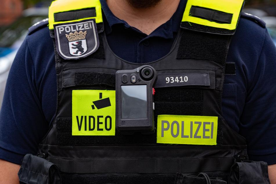 Einige Polizisten sind als Teil eines Testlaufs mit einer Bodycam ausgerüstet. Diese soll zum Filmen genutzt werden, wenn Einsätze eskalieren. (Symbolbild)