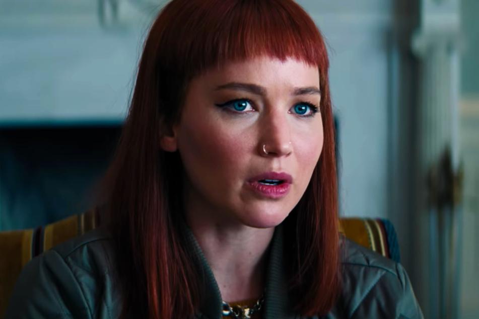 Kate Dibiasky (Jennifer Lawrence, 31) steht Dr. Randall Mindy (Leonardo DiCaprio, 46) zur Seite.