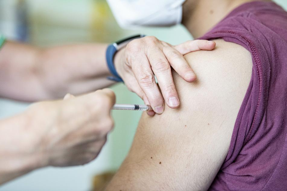 """""""Sommer wird ein Wendepunkt"""": Hälfte der Bürger in NRW mindestens einmal geimpft"""
