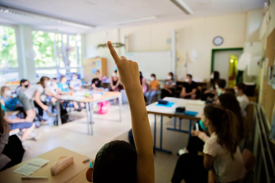 An sächsischen Schulen ist bei weiterhin niedrigen Inzidenzen ab Donnerstag noch noch ein Coronatest notwendig – sowohl bei Lehrkräften als auch bei Schülern. (Symbolbild)