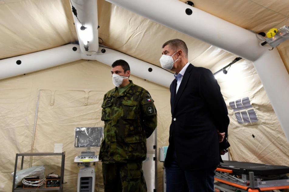 Prag: Andrej Babis, Ministerpräsident von Tschechien, inspizierte ein fertiggestelltes Feldkrankenhaus in den Hallen des Letòan-Ausstellungszentrums.