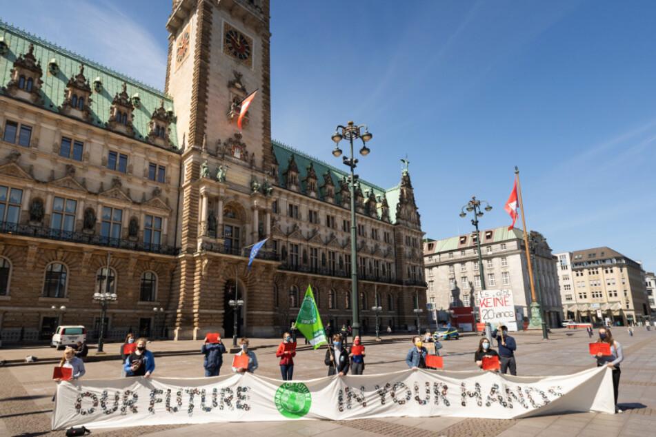 Demo in Hamburg: Fridays for Future und Verdi bilden Menschenkette