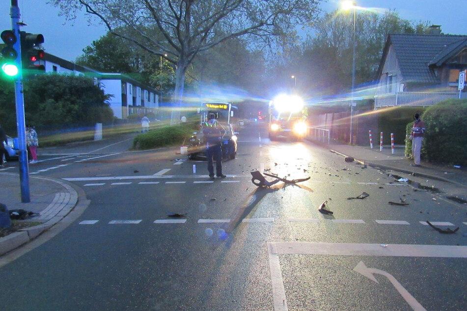 Bei dem Unfall am Donnerstagabend in Ratingen zwischen zwei Autos entstand ein Sachschaden von insgesamt rund 8000 Euro.
