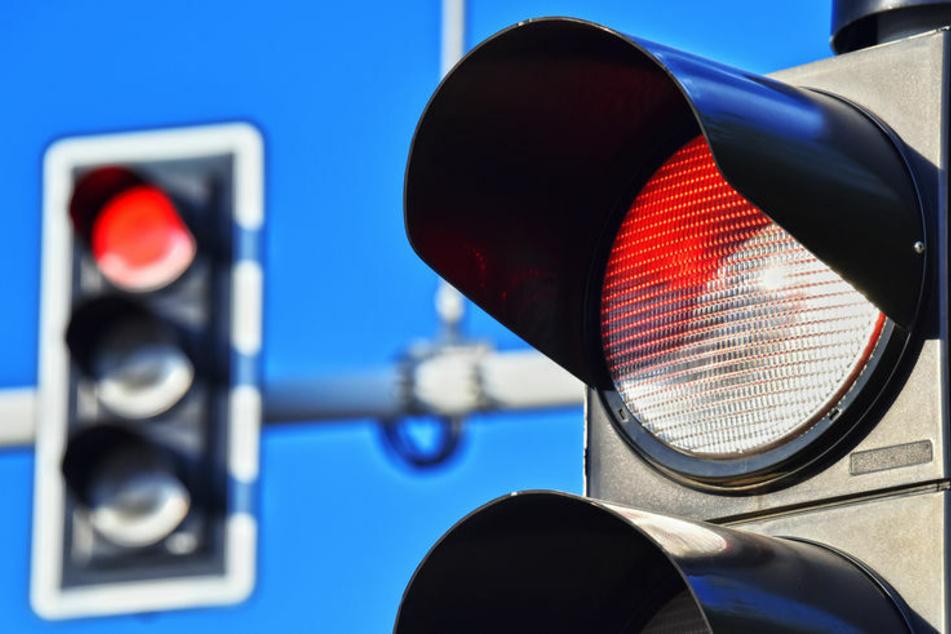 Die Ampel steht auf Rot. (Symbolbild)