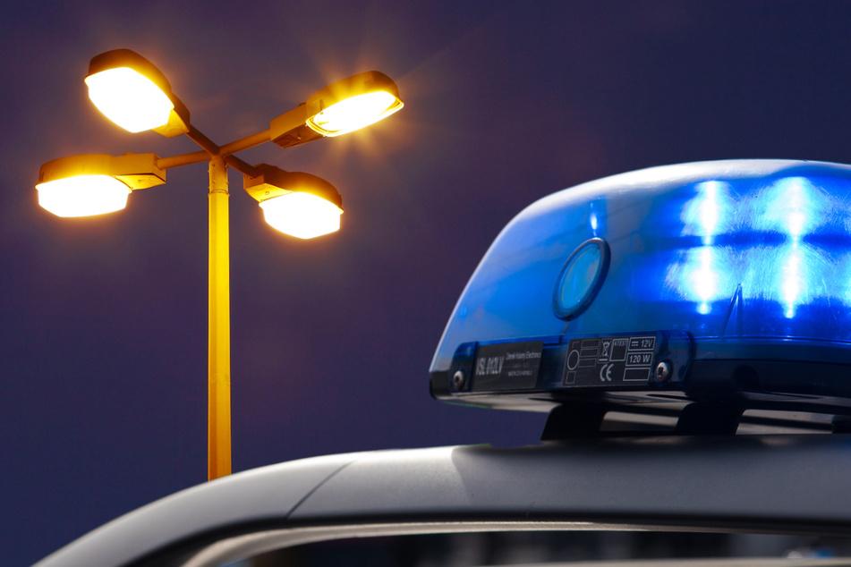 Die Polizei hat einen Dieb festgenommen, dessen Flucht an einer Straßenlaterne gescheitert ist. (Symbolbild)