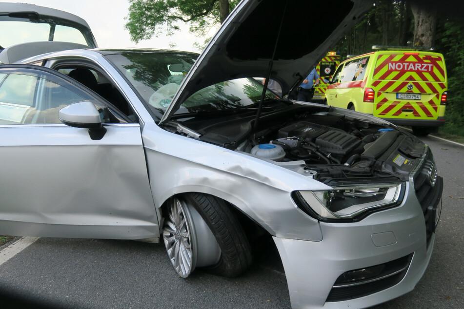 Audi kracht in Baum: Mehrere Verletzte bei Unfall im Erzgebirge