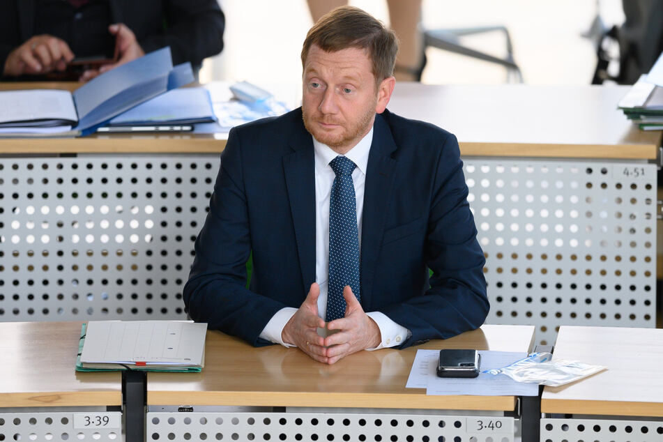 """Schaffte es mit seinen unnötigen """"Ostergrüßen"""" als Steuersünde ins """"Schwarrzbuch"""": Ministerpräsident Michael Kretschmer."""