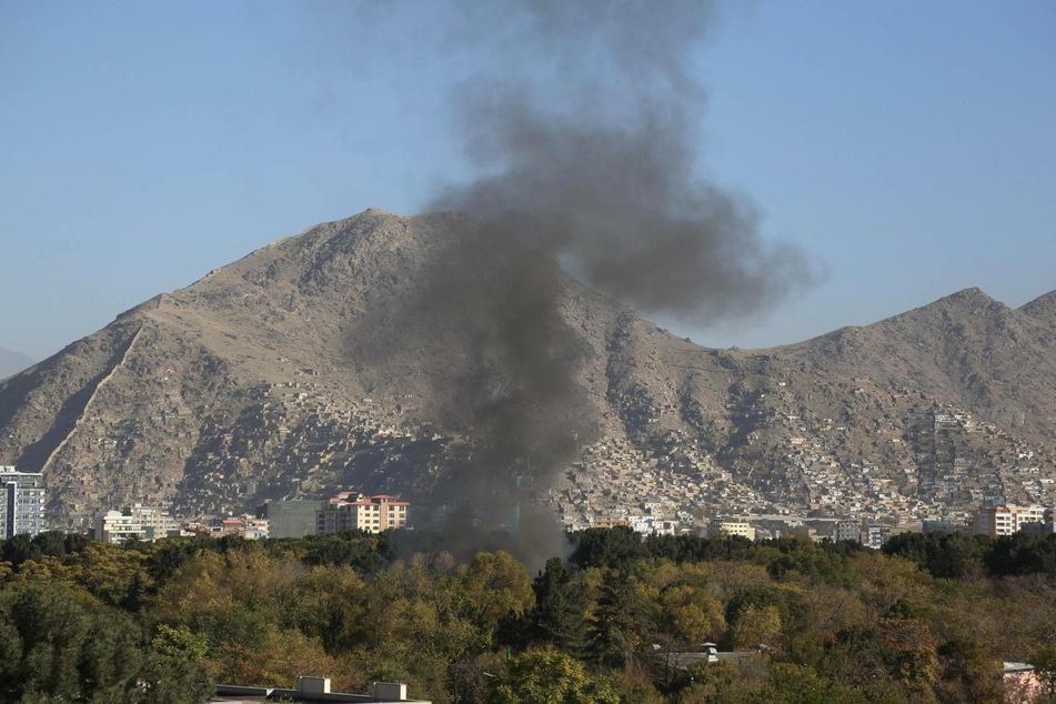 Vom Unigelände aus stieg dunkler Rauch über der Stadt empor. Knapp sechs Stunden lang hatten die Gefechte angedauert.
