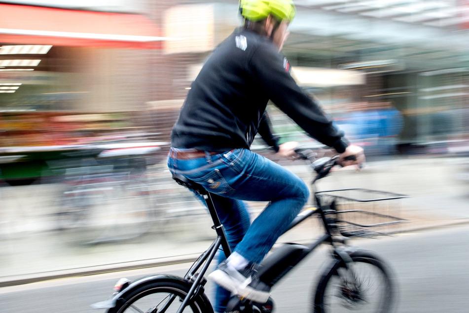 E-Bike-Fahrer wird nach Unfall verspottet: Polizei sucht nach Zeugen