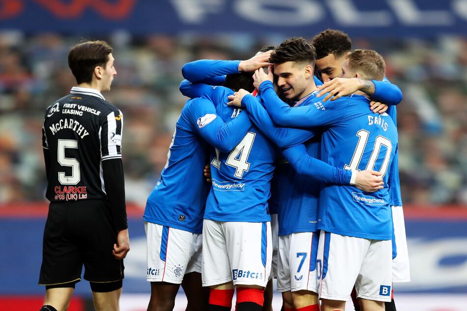 Endlich wieder Meister: Am Samstag gewannen die Glasgow Rangers mit 3:0 gegen den FC St. Mirren, am Sonntag kam Stadtrivale Celtic nicht über ein 0:0 bei Dundee United hinaus.